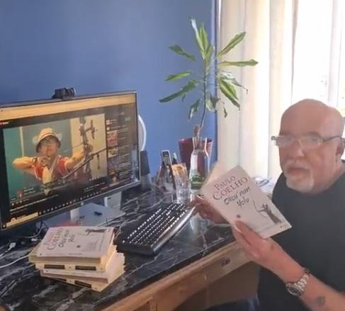 Paulo Coelho mete gazoz